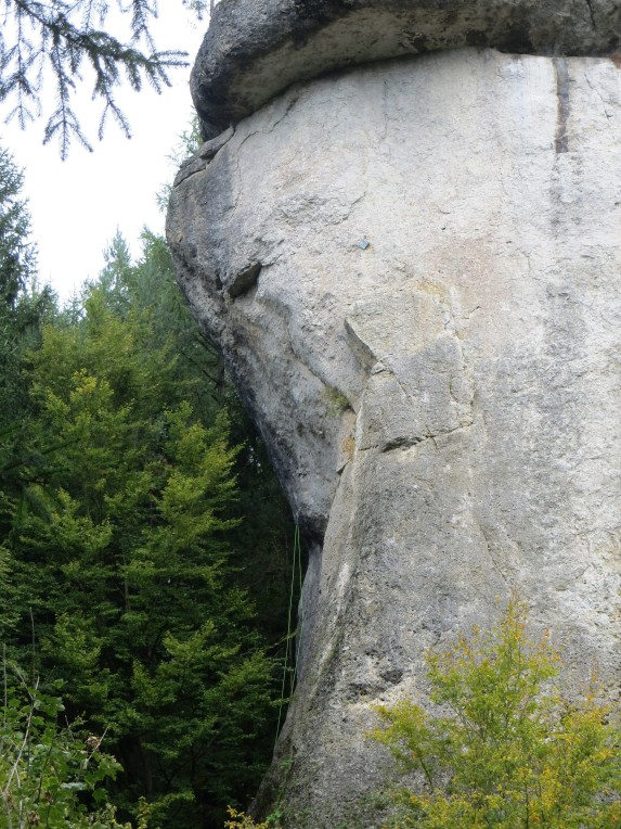 Ghettoblaster (with the green rope) climbs the steep west face of Rabenfels.